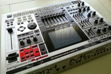 Roland MC-909 - Sampler Workstation Sintetizador Drummaschine - Synthesizer